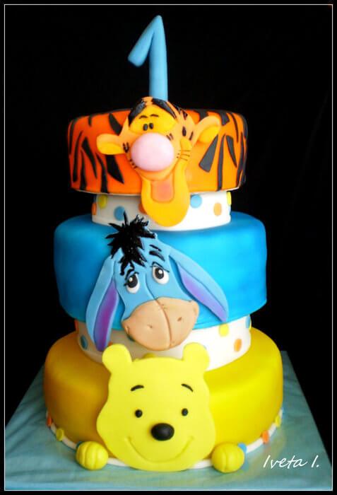 Pastel de Winnie Pooh con fondant y colores